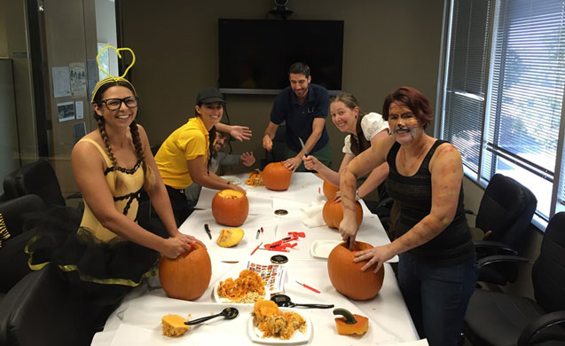 Halloween-Pumpkin-Carving_637x390