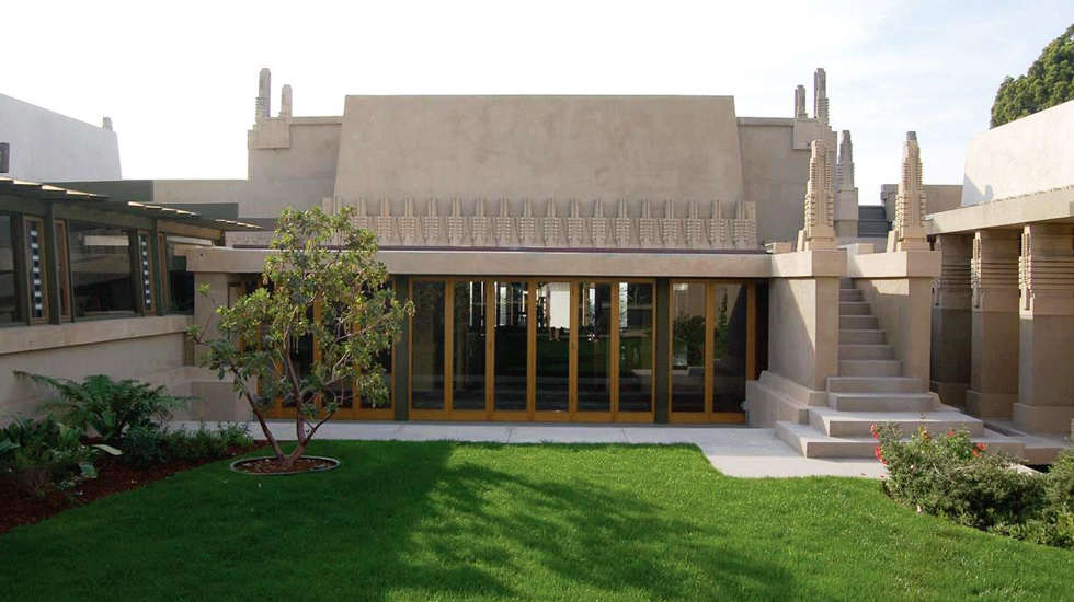 Hollyhock House Exterior 980x550